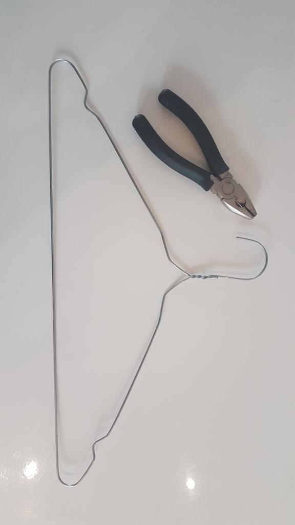 Mini Wire Easel DIY